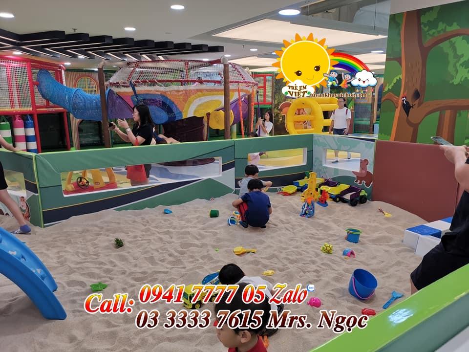 Khu hồ hạt cát trong khu vui chơi trẻ em