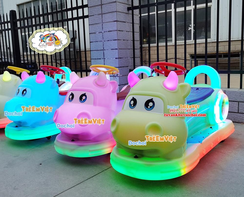 Xe điện đụng tự động có nhiều màu sắc khác nhau