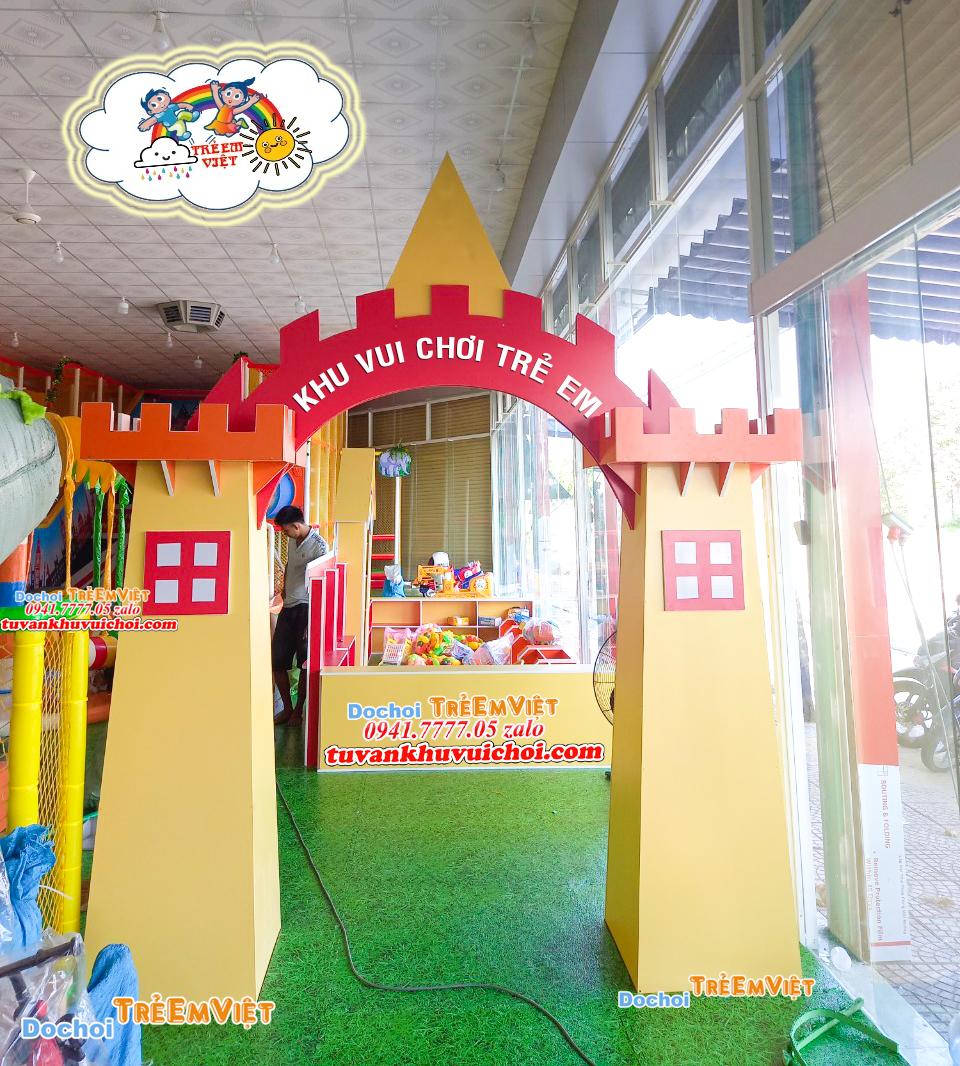 Cổng đi vào khu vui chơi trẻ em.