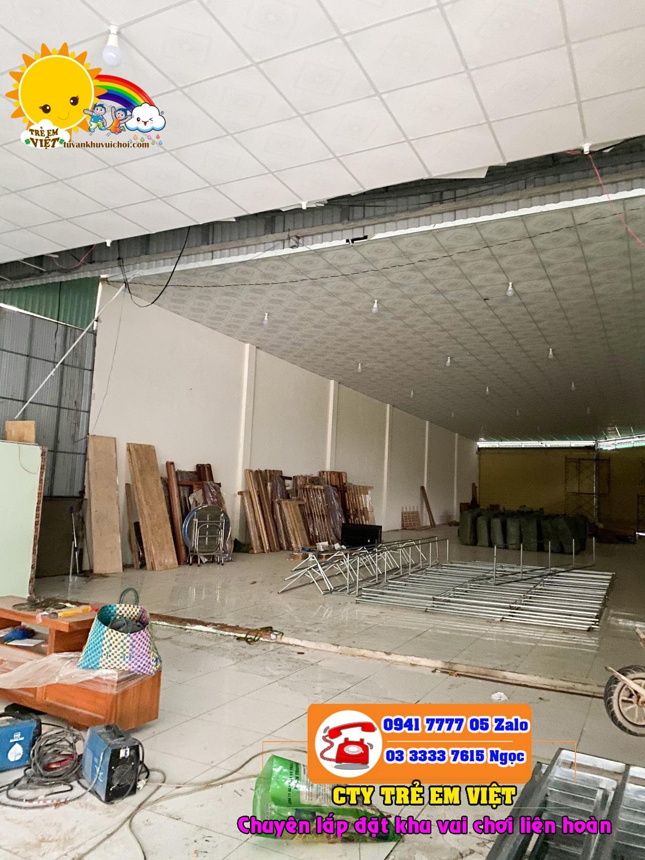 Mặt bằng khu vui chơi đang được thi công xây dựng với diện tích 200m2 với chiều cao trần 4.8m.